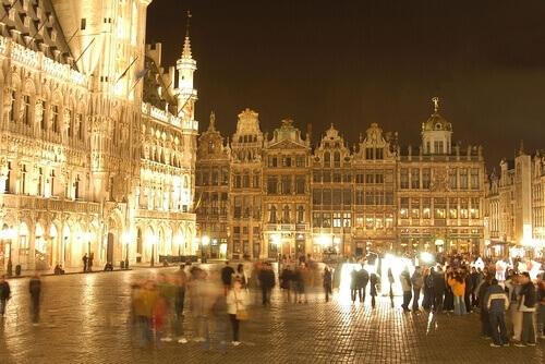 Nieuwe feestelijke verlichting van de Grote Markt van Brussel - Open ...