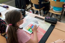 Gatz investeert meer dan 1,5 miljoen euro voor tablets en smartboards in Brusselse basisscholen